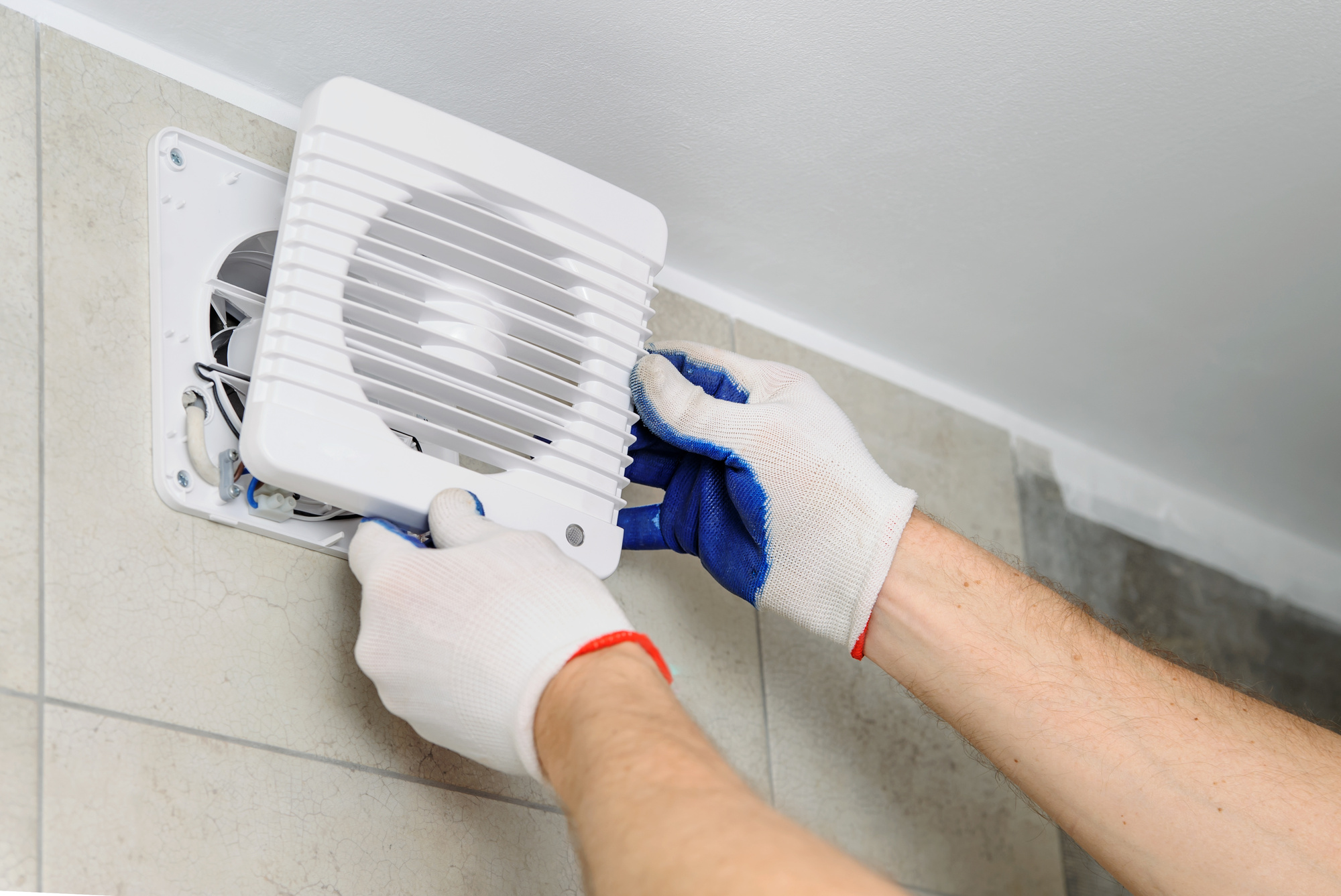 Essential tips for cleaning commercial exhaust fans for Bathroom exhaust fan cleaning service